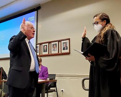 Judge Adrienne Davis, right, administers the oath of office to re-elected Mayor Richard Hofeld. (EC)