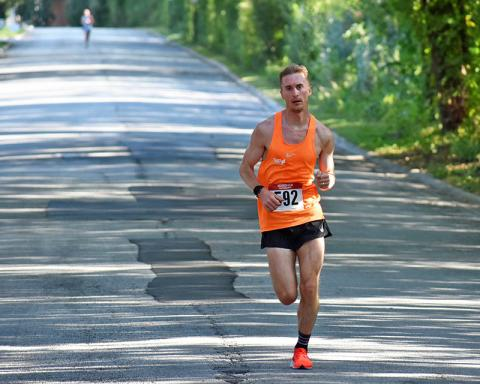 Alan Peterson of Chicago crosses the finish line first.